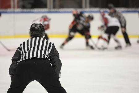 hokej na lodzie: Hokej na lodzie sędzia Zdjęcie Seryjne
