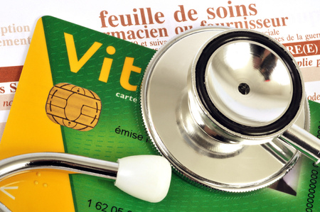 Stethoscope placed on a vital card Banque d'images