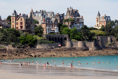 Great beach of Dinard 写真素材 - 104092838