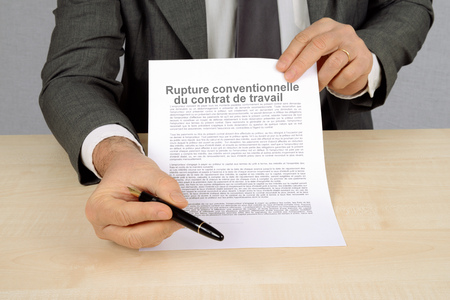 Conventional termination of the employment contract Фото со стока - 104520359