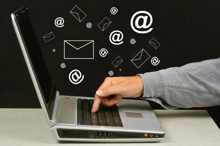 Email concept 版權商用圖片 - 107576857