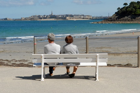 Couple on a bench facing Saint-Malo