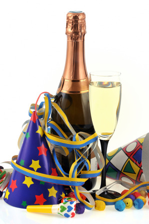 Champagne and party favors Banque d'images - 110346012