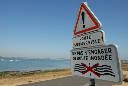 Sign indicating submersible road