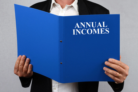 Annual incomes record in the hands Stok Fotoğraf
