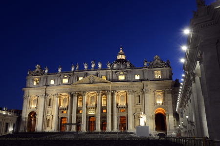 St. Peters Basilica in Rome by night Reklamní fotografie