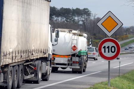 Speed limited to 100 kilometers Reklamní fotografie
