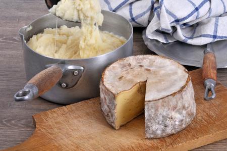 Aligot-Auflauf und Käse