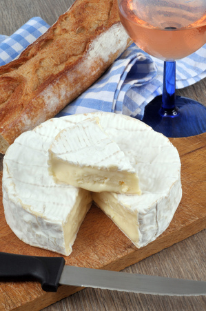 Camembert in close up whit bread