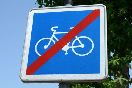Sign indicating the end of a bike path Banco de Imagens