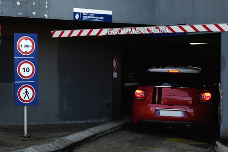 Entry of a French pay parking Redactioneel