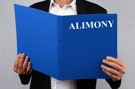 Alimony file in hand Stock Photo - 131794834