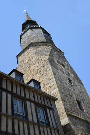 The Clock Tower in Dinan in Brittany Редакционное