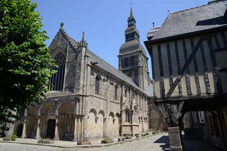 Basilica of Saint-Sauveur in Dinan in Brittany Редакционное
