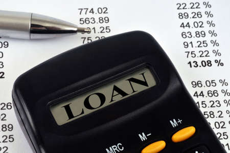 Calculator showing loan on screen close up Standard-Bild