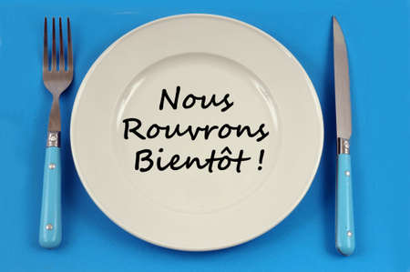 Plate on a blue background in which is written in french we reopen soon