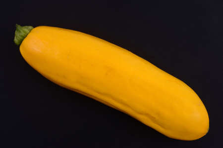 Raw yellow zucchini black background Banque d'images