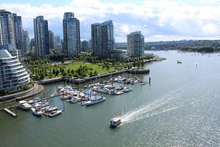 Looking East in Vancouver op de Granville Street Bridge Stockfoto