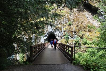 othello: Tourists Walk on Bridge
