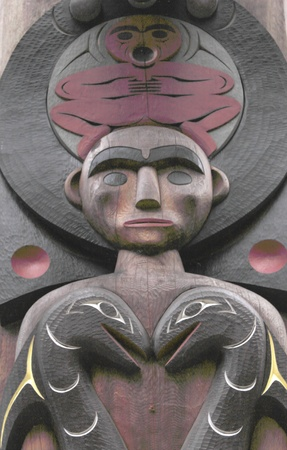 canada aboriginal: A Native Carving