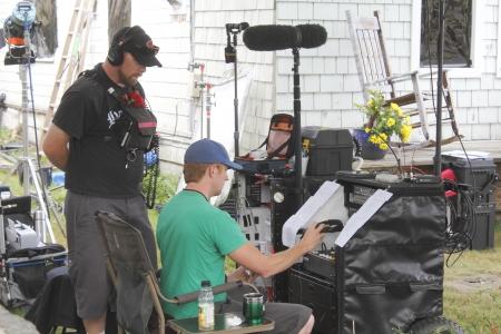 밴쿠버, 캐나다 - 2012년 8월 21일 - 사운드 승무원 밴쿠버, 브리티시 컬럼비아 주 (MOW)의 영화에 대한 자신의 다음 장면을 준비합니다. 에디토리얼