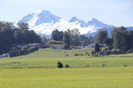 mount baker: Washingtons Mount Baker as seen from British Columbia s Fraser Valley   Stock Photo