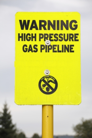 stating: A sign stating that a high pressure pipeline is in the area