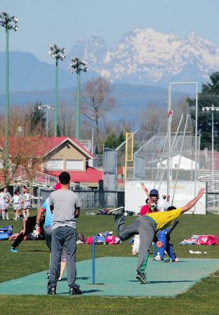 amateur: Un partido de cricket aficionado local jugado en Abbotsford, Columbia Brit�nica, Canad�.