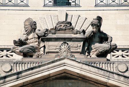 escultura romana: Escultura adornado con un jefe indio y romana del gladiador