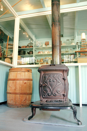 poele bois: Un tour de la po�le � bois si�cle utilis� pour chauffer la pi�ce.