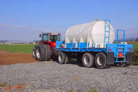 productos quimicos: A large tank used for carrying chemical or fertilizer products for agricultural use.
