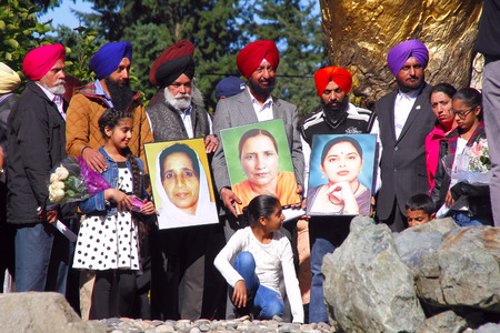 turbin: Families whose loved ones were killed in a farm accident in 2007 stand together on October 3, 2015 during a ceremony commemorating the tragic incident in Abbotsford, BC, Canada. Editorial