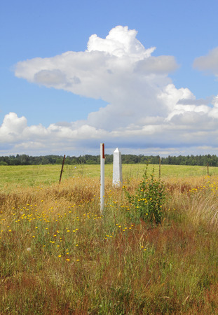 Two markers indicate where the Canadian and American boundaries are located. Reklamní fotografie