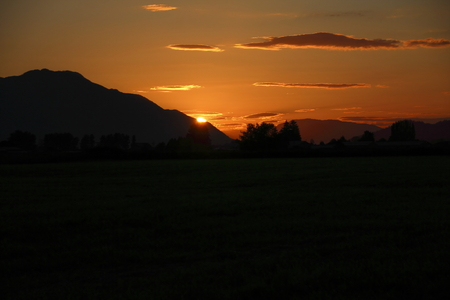 fraser: Photo taken moments after the sun slid above the Sumas mountain range in the northeast corner of the Fraser Valley. Stock Photo