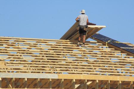 建物の基本的なフレームは下見張りの準備ができて。