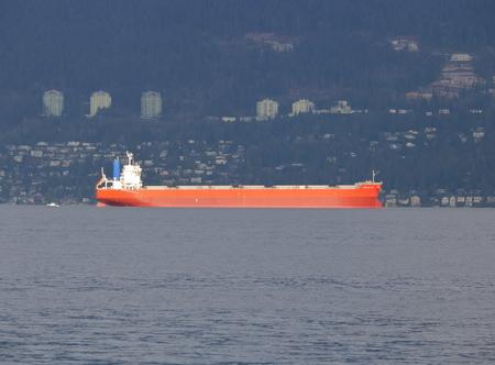 Cielo de cosecha, un granelero construido en 2013 y que navega bajo la bandera de Panamá en la Bahía de Inglés en Vancouver el 21 de noviembre de 2016. Editorial