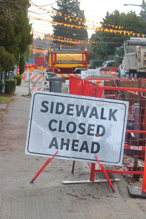 informs: A sign informs pedestrians that the sidewalk is closed Stock Photo