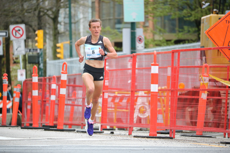 Karolina Jarzynska-Nadolska finished first in the women's competition as about 40,000 runners competed in 2017 Vancouver Sun Run in Vancouver, B.C., April 23, 2017. Banco de Imagens - 76811473