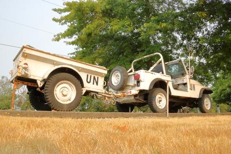 batallón: Un Chrysler Jeep y un remolque, usado para los deberes de las Naciones Unidas para el mantenimiento de la paz, está en exhibición en el 39th Service Battalion en Richmond, Columbia Británica el 1 de agosto de 2017.