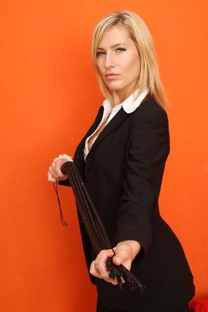mistress: Donna con la frusta di cuoio Archivio Fotografico