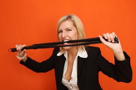 mistress: Donna con la frusta di cuoio