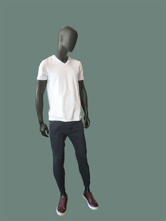 Full-length male mannequin dressed in white t- shirt and black jeans, isolated. No brand names or copyright objects. Imagens