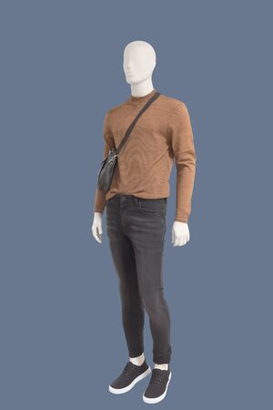 Full length male mannequin dressed in casual clothes, isolated.  No brand names or copyright objects. Imagens