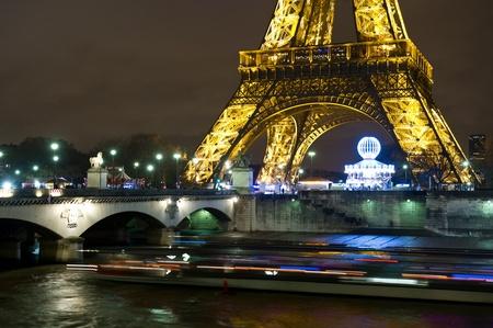 Tour de Eiffel at night Editorial