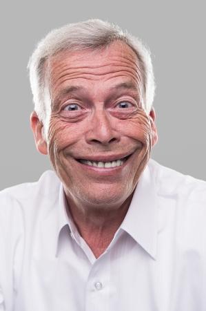 gestos de la cara: Viejo hombre muy feliz. Tal vez él ganó la lotería