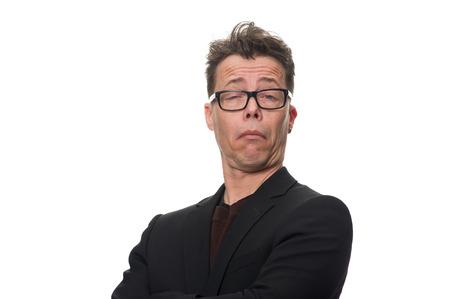 interrogativa: Cierre de negocios confidente Edad Media Mostrando escéptico expresión facial mientras mira a la cámara. Aislado en el fondo blanco. Foto de archivo