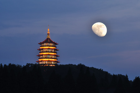 Leifeng pagoda at night