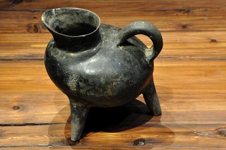 legged: Black three legged pot