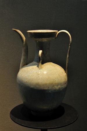 glaze: White glaze pots Editorial