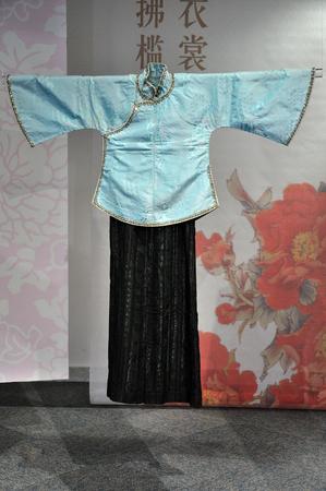 sleeve: Flower silk big sleeve short jacket Editorial